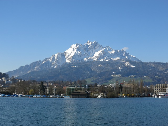 Lake Luzern with mountains in the background